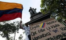 Guaidó organiza voluntarios para ayuda humanitaria; Maduro, a los militares