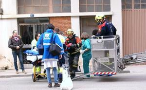 Un niño de dos años cae desde un quinto piso al tejado de un tercero en Nájera