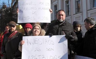 El Consulado en Kiev inscribe a los bebés de gestación subrogada de las 39 familias españolas bloquedas en Ucrania