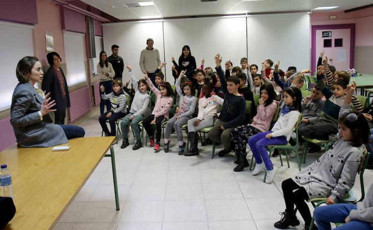 Encuentro de Cuca Gamarra con los alumnos de Las Gaunas