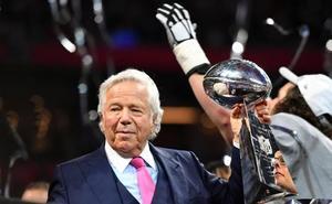 El dueño del campeón de la Super Bowl, acusado de solicitar una prostituta