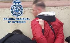 Dos detenidos por robar gran cantidad de prendas de la empresa en la que trabajaban