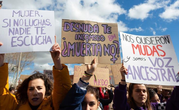 Tres mil jóvenes participan en la manifestación estudiantil en el Día de la Mujer en Logroño