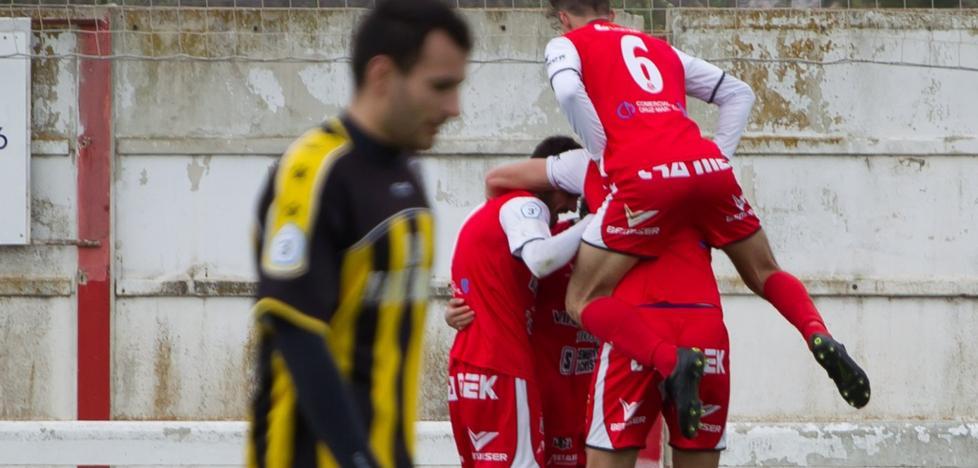 Un gol de Álex da el tercer triunfo seguido al Varea