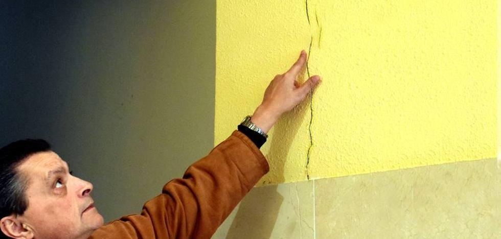 Las grietas causadas por unas obras en la Gran Vía provocan el desalojo de dos pisos de Gil de Gárate