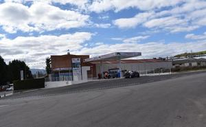 Una gasolinera '24 horas' abre en Lardero