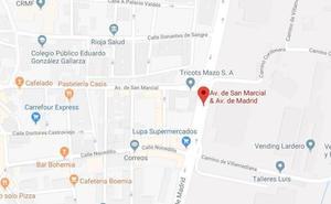 Dos heridos en la colisión de una moto y un turismo en Avenida de Madrid