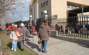 Siete Infantes entrega firmas para suprimir la jornada escolar reducida de junio y septiembre