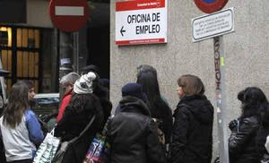 Los parados mayores de 52 años pueden solicitar desde hoy la ayuda por desempleo