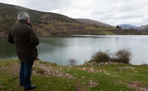 UPA denuncia a la CHE por la suciedad de los cauces de riego del canal de Mansilla