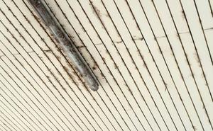 La Guindilla: mal estado del techo de la comisaría local