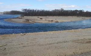 La reconstrucción del mazón del Ebro en el Estajao se refuerza con la escollera de gravas
