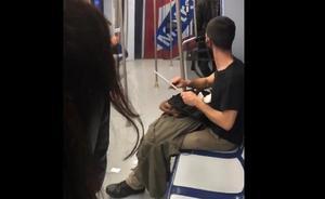 Identificado el hombre que fue grabado afilando un cuchillo en un vagón del Metro de Madrid
