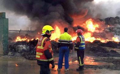 Nagore afirma que se ha trasladado ya a un gestor el 45 por ciento de los residuos del incendio de Pradejón