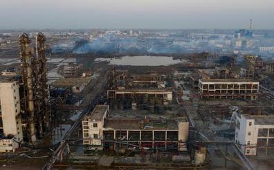 El balance por la explosión en la planta química en China aumenta a 64 muertos