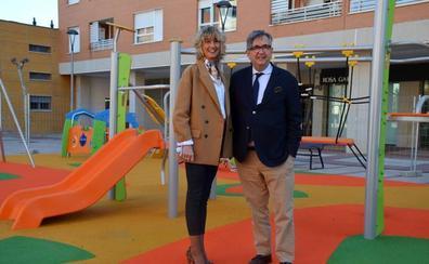 Nuevos juegos infantiles en las plazas Europa y Maestro Arroyo de Calahorra
