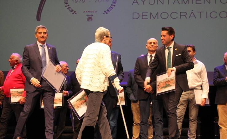 Reconocimiento a los cinco alcaldes y 109 concejales de la democracia