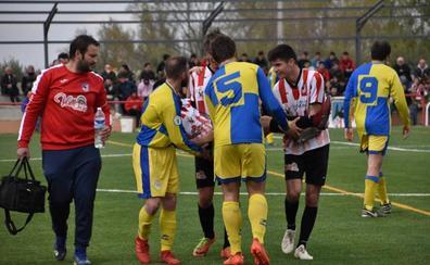 Una camilla humana para el fútbol