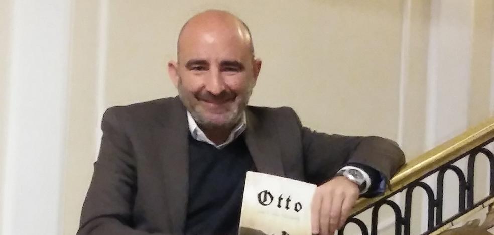 Villaverde presenta su novela 'Otto', una historia de nazis en Haro