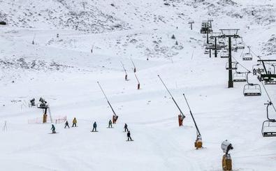 Nieva en Valdezcaray, con doce pistas abiertas