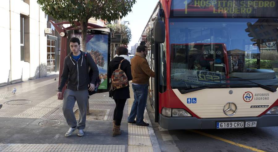Una mujer sufre una caída en el interior de un autobús urbano de Logroño tras una «maniobra evasiva»