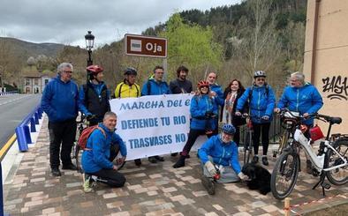 La 'Marcha del Ebro' denuncia en Ezcaray el proyecto de la presa y la privatización del agua