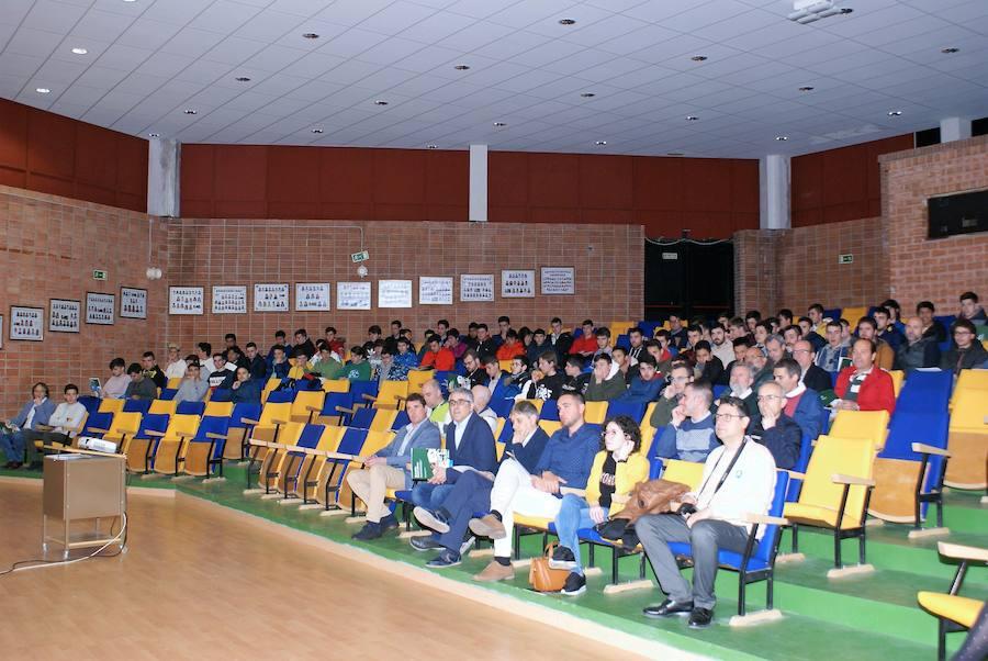 Más de 150 alumnos de FP, en la jornada sobre energías renovables en el Rey Don García