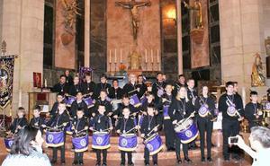 La banda de tambores y trompetas de la Cofradía de la Vera Cruz se estrenó ayer