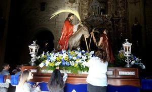 La Borriquita se prepara para la entrada triunfal de Jesús