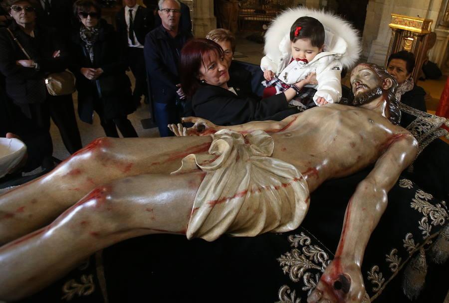 Limpieza del Cristo del Santo Sepulcro