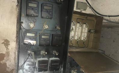 Intoxicada una persona por inhalación de humo al producirse un incendio en un cuadro eléctrico de un portal de Logroño