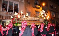 Las procesiones del Santo Entierro recorrieron las calles de las localidades riojanas