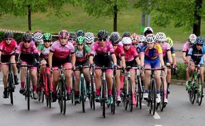 El Memorial Alfredo Ruiz reúne a 25 ciclistas en su primera carrera femenina