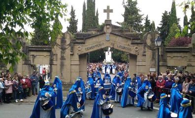 Saetas y mucha emoción en la procesión del Santo Cristo Resucitado