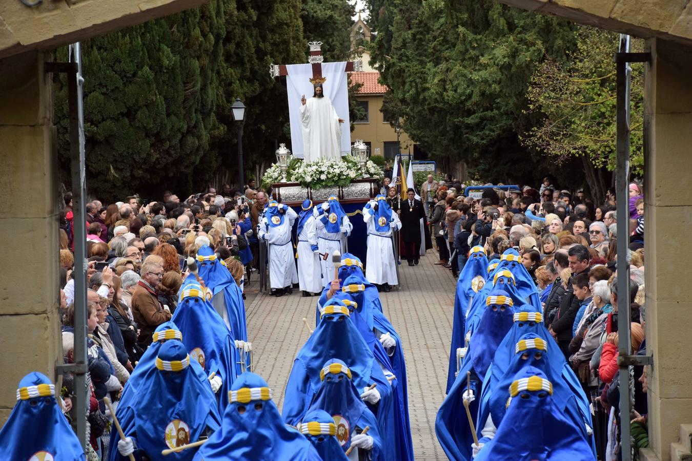 Saetas y mucha emoción en la procesión del Santo Cristo Resucitado de Logroño