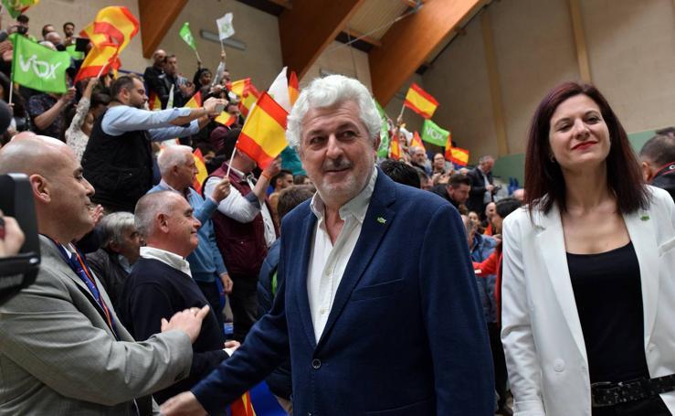 Vox reúne a 350 simpatizantes en un mitín contra la «España 'progre'» en el frontón Titín III