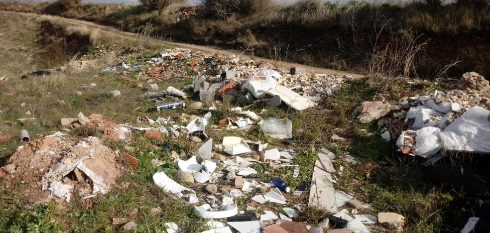 Villamediana convierte dos vertederos ilegales en zonas de esparcimiento