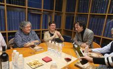 Suscriptores de LA RIOJA on+ se reúnen con el escritor Andrés Pascual