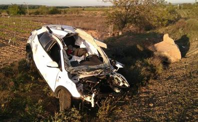 Fallece un joven al salirse de la vía y volcar su vehículo en la N-232 en Rincón de Soto