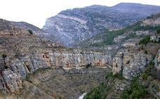 Rescatan a una joven que estaba al borde de un barranco del cañón del Leza