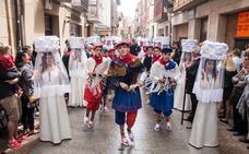 Las procesiones de las doncellas y de La Rueda abarrotan las calles de Santo Domingo