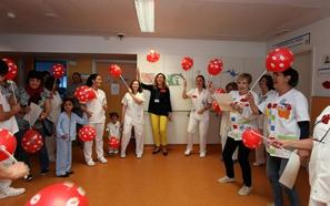 Un lanzamiento de besos para los niños del hospital
