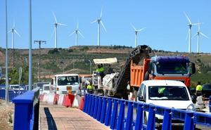 Las obras en los puentes de la N-232 provocan retenciones de más de media hora