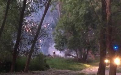 El humo alerta en el puente de Hierro de un incendio en el Ebro