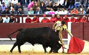 Urdiales, sin opciones de triunfo en su primera tarde en Madrid