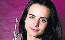 La joven revelación del jazz Andrea Motis actuará hoy con su quinteto en el Bretón