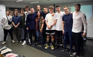 La Asociación Jóvenes Riojanos echa a andar con un concierto en la Plaza del Parlamento
