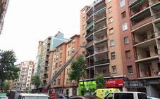 Los Bomberos se movilizan para realizar un rescate en un piso vacío de Vara de Rey