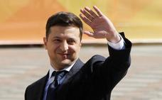Zelenski toma posesión como presidente de Ucrania y disuelve el Parlamento