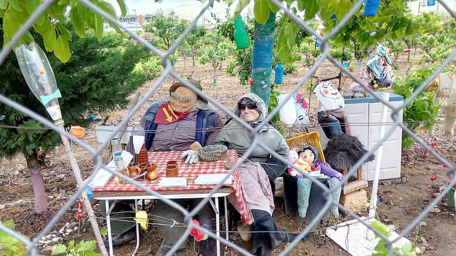 #Andestaba: una simpática familia de espantapájaros